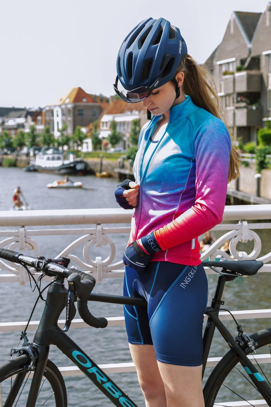jacket-cycling-women-blue-pink-water-repellant